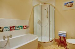 Buttercup Lodge - Bathroom.jpg
